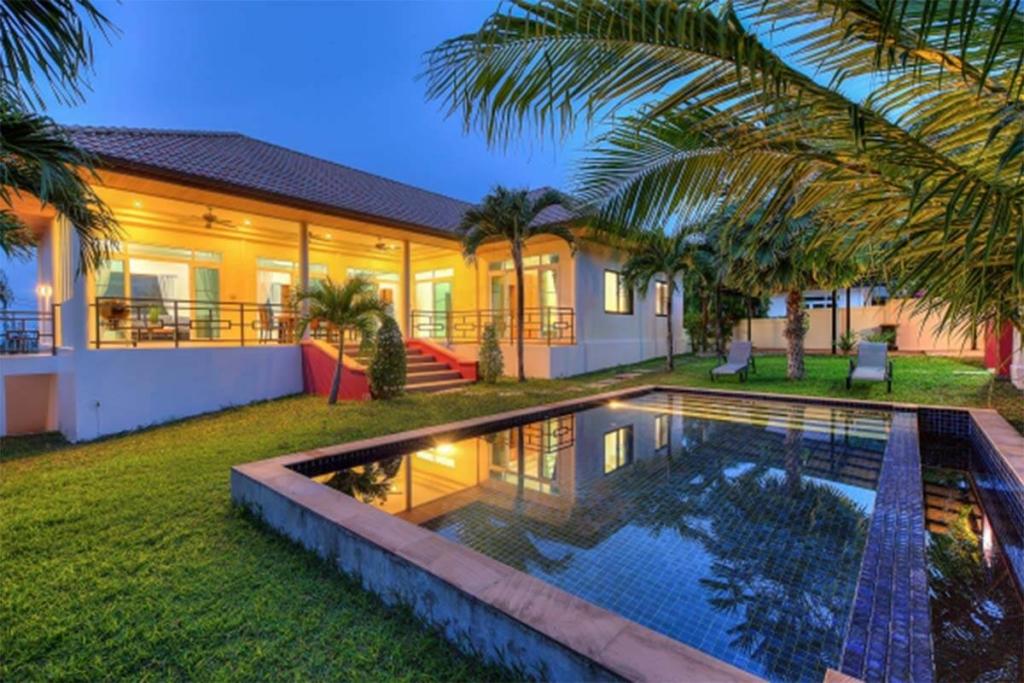 Intira Villas Vacation Rentals in Rawai