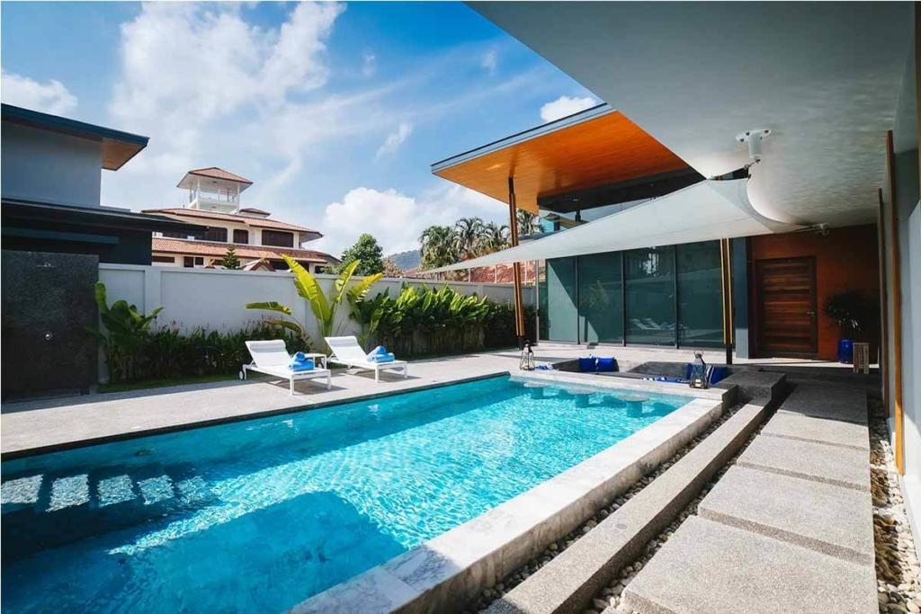 Cyrstal Villa 4 Bedroom Pool Villa for Sale in Nai Harn Phuket
