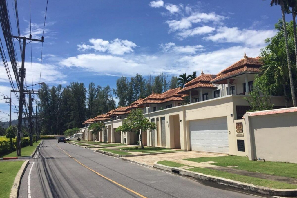 3 Bedroom Freehold Golf Course View Townhouse Pool Villa for Sale at Laguna Townhomes, Phuket