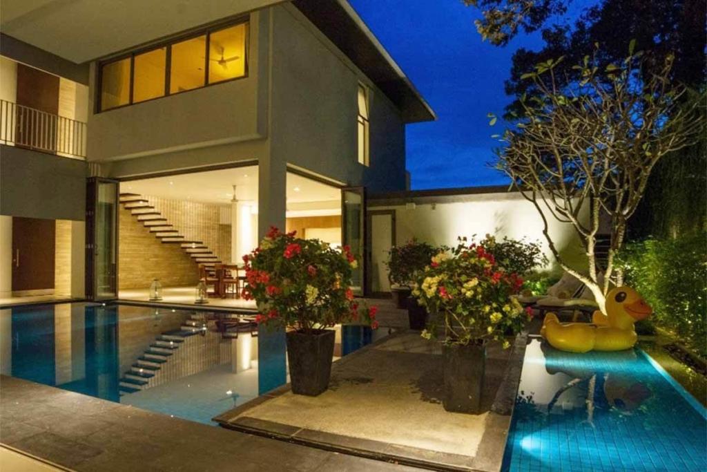 Baan Yamu Courtyard 4 Bedroom Sea View Pool Villa for Sale in Yamu Phuket