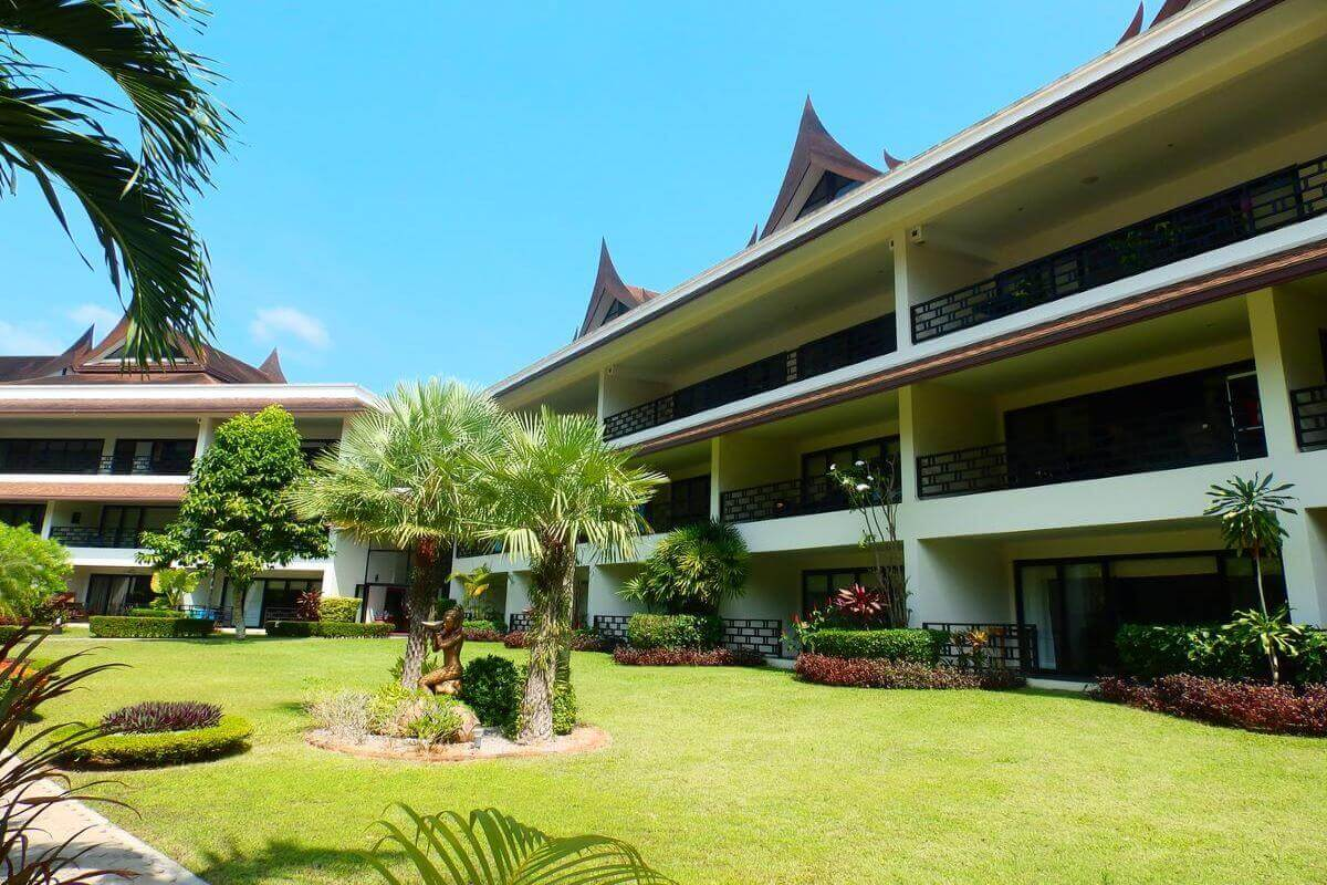2 Bedroom Lakeside Golf Course Condo for Sale in Kathu, Phuket