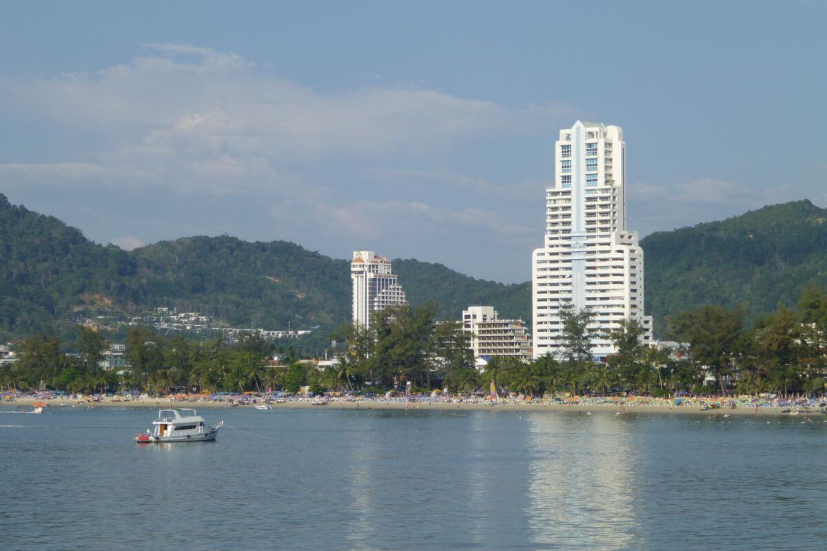 1 Bedroom Foreign Freehold Condo for Sale in Patong Tower, Phuket