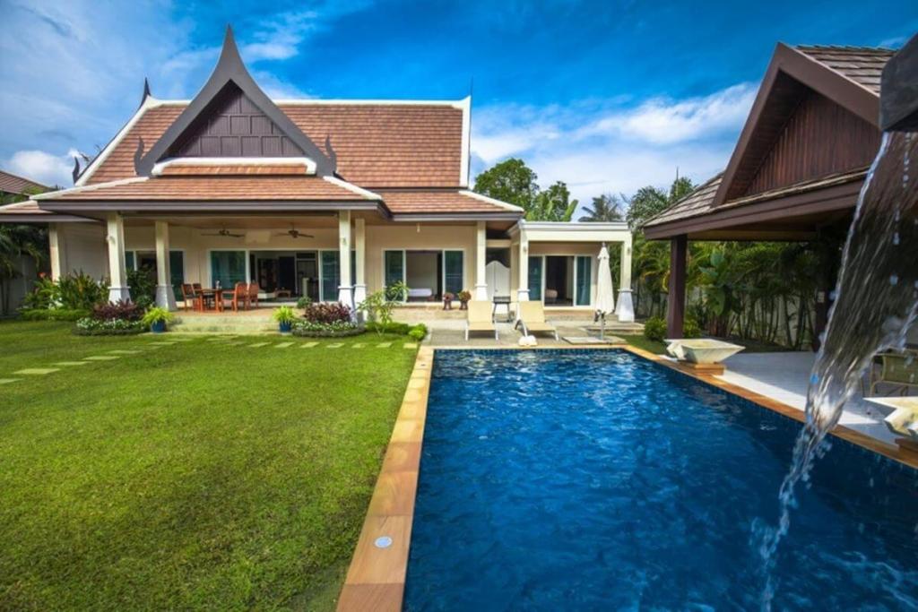 3 Bedroom Nok Sawan Villa with Big Swimming Pool for Sale in Rawai, Phuket