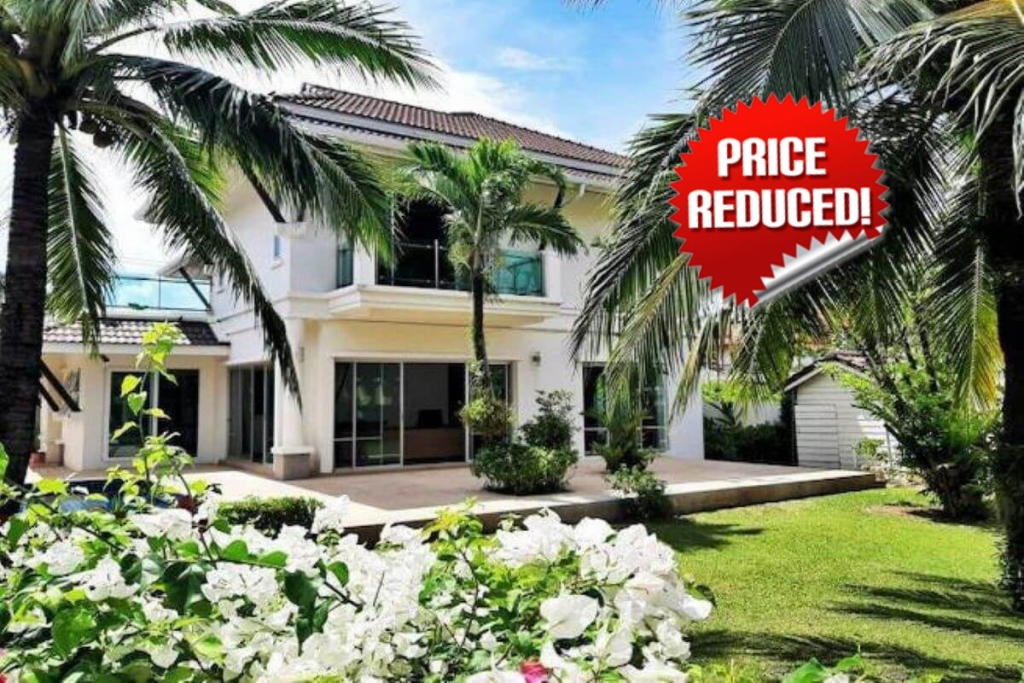 3 Bedroom Modern Pool Villa on a Large Plot of 900 sqm for Sale near Rawai Seafront, Phuket