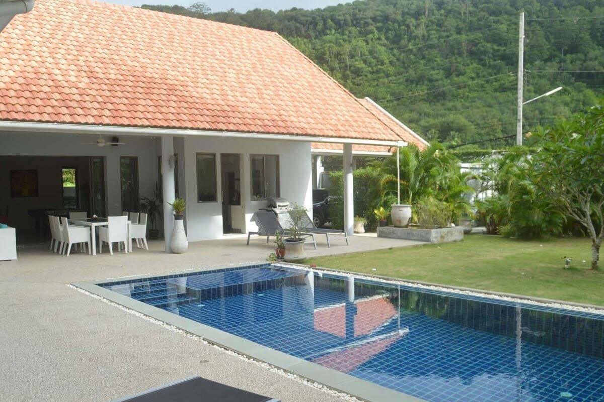 3 Bedroom Pool Villa for Sale on a Large Plot of 1,000 sqm for Sale near Big Buddha in Chalong, Phuket