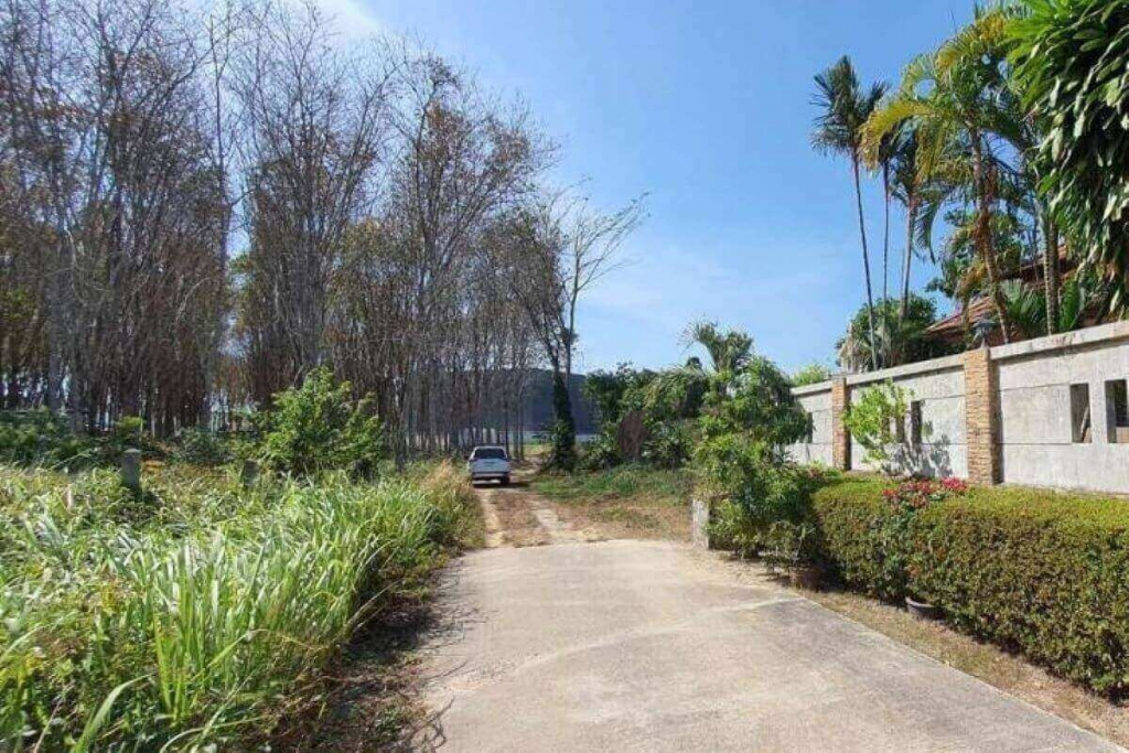 132 Square Wah (520 sqm) Land for Sale by the Owner near Blue Tree in Cherng Talay, Phuket
