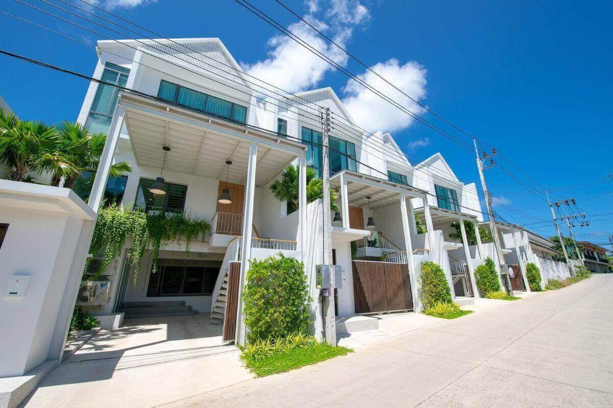 2 Bedroom Modern Pool Villa for Sale near Boat Avenue & Blue Tree in Cherng Talay, Phuket